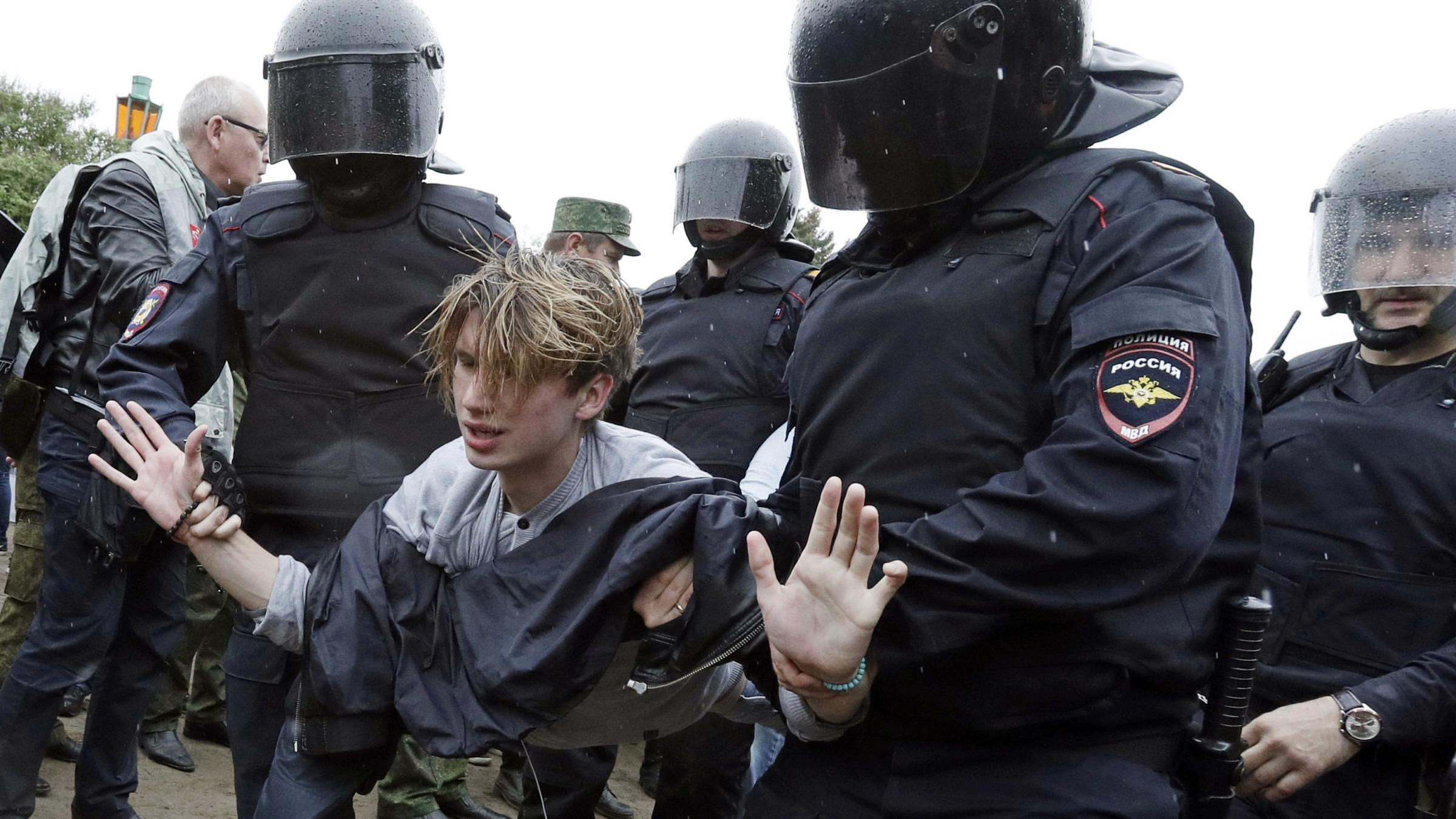 Russian Federation : mass protest arrests show authorities' 'stranglehold' on free expression